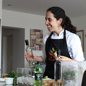 Compartimos un Chilcano mientras probamos los platos que nosotras mismas preparamos! Buenazo