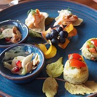"""Amuse-bouches (house """"offerings"""")"""