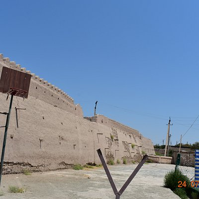 dichan kala (outer city wall) at western end of park - games area next to wall