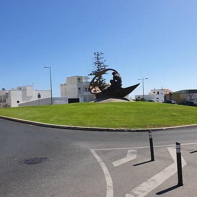 Cool looking roundabout.