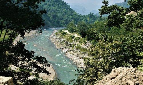 A mountain stream on the way to Munsyari