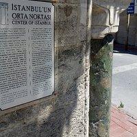 Yesil Sutun Istanbulun Ortası