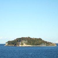 鯨のような形をした島です