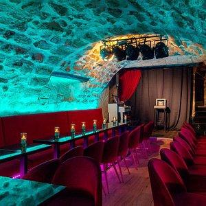 La salle principale dans la magnifique cave voutée