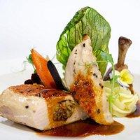 FIlet z kurczaka z grzybami / pure ziemniaczano - tymiankowe/ kolorowa marchewka / sos lekko truflowy
