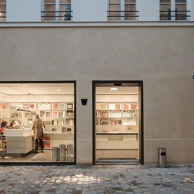 Bookshop, Fondation Henri Cartier-Bresson, Paris © Cyrille Weiner