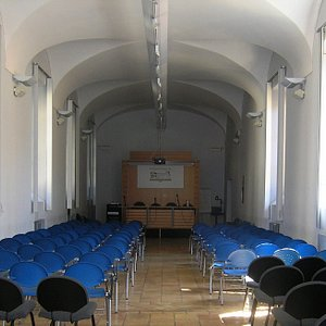 Sala Lonzi 100 posti