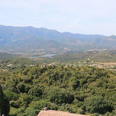 Ce tombeau érigé sur la colline du Muzzellu domine orgueilleusement la plaine d'Oletta