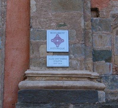 La construction date de 1777 et on a utilisé des pierres vertes provenant de la démolition de l'ancien édifice