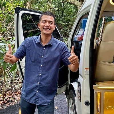 Meet Kwang!  He is Anny's husband and also very reliable and knowledgeable about places to go and things to do.  His custom van has leather seats, cold A/C and in-vehicle WIFI so I could charge my phone and post pics all day long!