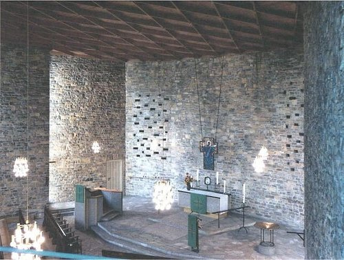Kulturkirche aus Natursteinen