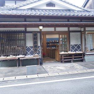 田村萩焼店の店頭