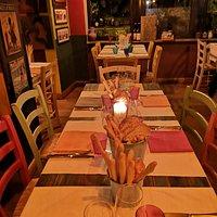 interno ristorante. Ambiente caldo e accogliente