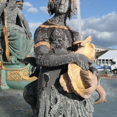 Fontaine de Fleuves at Place de la Concorde.