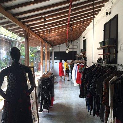 Boutique cantik dengan sentuhan designer lulu lufti