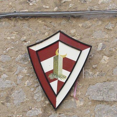 stemma di fianco all'arco