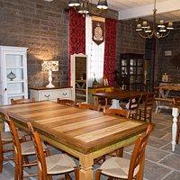 Café e móveis em madeira