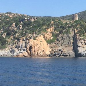 Splendido mare dominato dalla torre di cala regina. Cagliari quartu