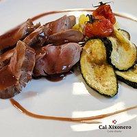 Excelente plato de solomillo de cerdo con salsa de mistela tinta de Xaló. ¿Te apuntas a probarlo? 😉