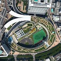 上空からの写真。楕円形の外側がジャンクション屋上の公園。