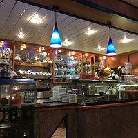 Die sehr schön gestaltete Bar