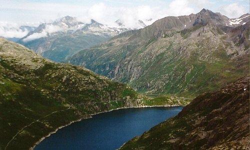 Panorama visto dal Pizzo Lucendro (2.963 m), una delle cime più alte del massiccio del San Gottardo (CH)