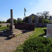 IL monumento sul luogo dell'incontro di Garibaldi con il re V.Emanuele