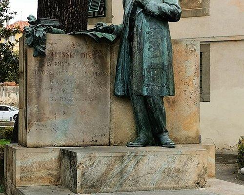 Statue von Ulisse Dini - Pisa Für Ulisse Dini ausgezeichneter Mathematiker Ehre des Studio Pisano Ruhm Italiens wohlverdienter Bürger dankbares Pisa 1845 - 1918