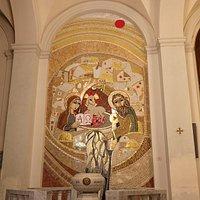 Semplicemente meraviglioso, bisogna ammirarlo da vicino per capire i particolari, il battistero è stato realizzato nella Chiesa Madre di Acquedolci