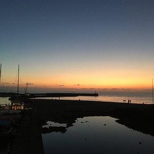 Port de St Gilles au crépuscule