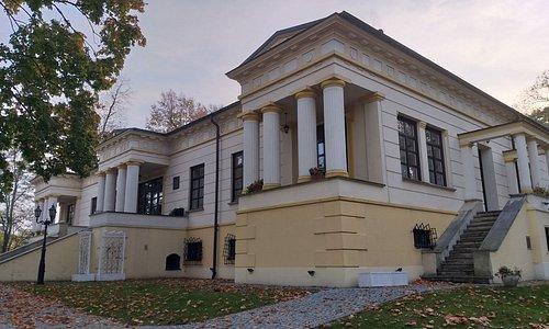 Widok na pałac  - wejście