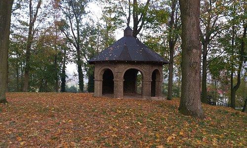 Świątynia dumania w parku