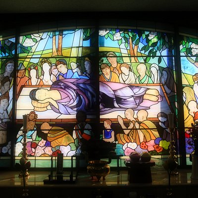 萬徳院釈迦寺:涅槃堂のステンドグラス。ほかにもステンドグラスがあります。