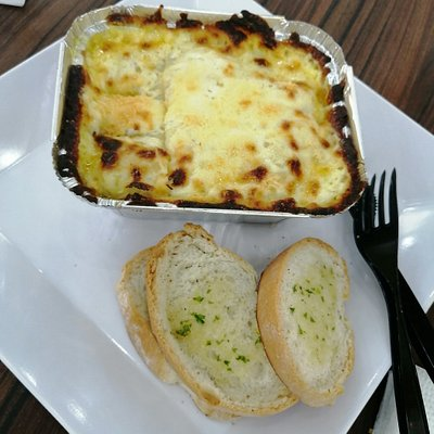 Almuerzo de Domingo, una excelente opción es la lasagna de Pizza Station, ubicado en la plazoleta de postres de Mayales Plaza.