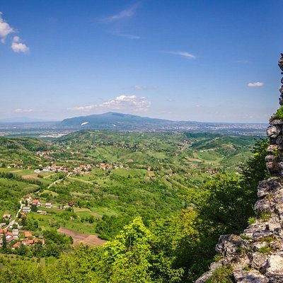 Following the educational hiking trail Okićnica (https://www.samobor.hr/en/visit/educational-trail-okicnica-v21) you will find beautiful landscapes and stunning nature around the old town of Okić.