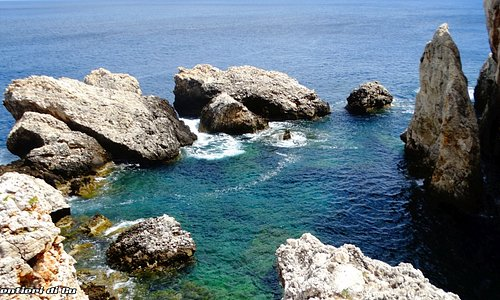 Lo splendido laghetto di Venere, sempre lungo la costa di Cala Firriato a San Vito Lo Capo.