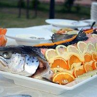 Durante il periodo estivo la nostra tavola si arricchisce anche di piccoli Menu di Pesce.