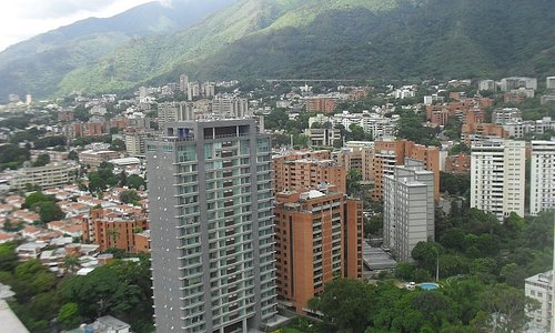 Los Dos Caminos hay unos edificios  que lleve su nombre (Yutajé) y donde  la Vista es Bonita y expedida de estos inmuebles. Desde arriba en los más alto:   Se vende un Elegante, Refinado y exquisito que  provoca estar en la propiedad  horas tras horas, viendo Caracas y charlado en familia.  El Inmueble más alto lo vendemos NOSOTROS .. El inmueble posee 371,2 m2 se distribuye así, según cédula catastral: Apartamento 149, 70 Area (m2) Dos (2) Estacionamiento 24,00 Área (m2) Terraza 197,50 Area
