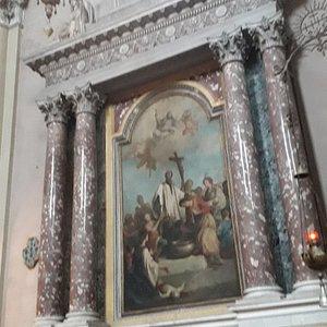 Cappella in marmo a colonne binate (particolare)