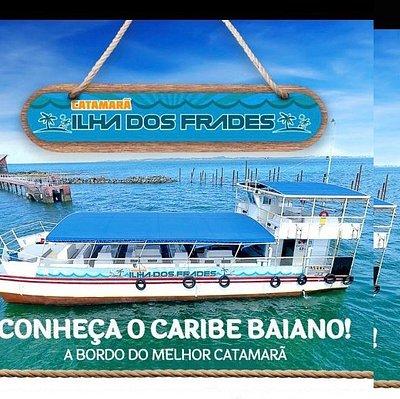 Foto da embarcação catamarã