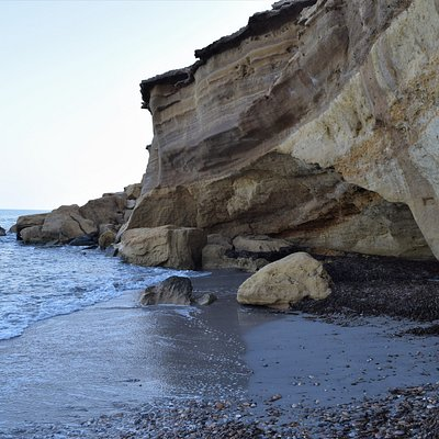 The shallow cave at the end of the beach at Playa Cueva de Lobos