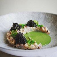 Tartar de lubina. Ponzu . Sésamo negro . Emulsión de wakame   Sea bass tartar. Ponzu. Black sesame. Wakame emulsion #glutenfree