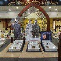 Rawdat Al Shahidainの墓石