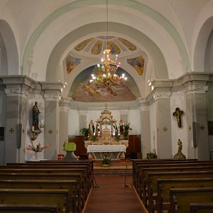 Chiesa della Madonna di Loreto - navata e abside con altare maggiore