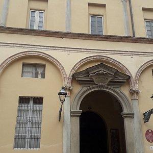 L'imponente portale