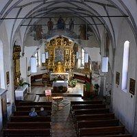 Chiesa di San Lorenzo - navata e abside con altare maggiore