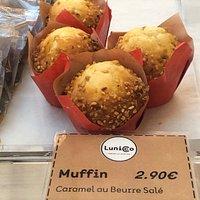 Muffins caramel au beurre salé au comptoir Lunicco de la zone Tokyo Mix d'Aéroville