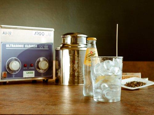 40Khz G&T: Selezione di Gin tonic lavorati al bagno ad ultrasuoni per infondere nel distillato gli aromi di Thè e spezie
