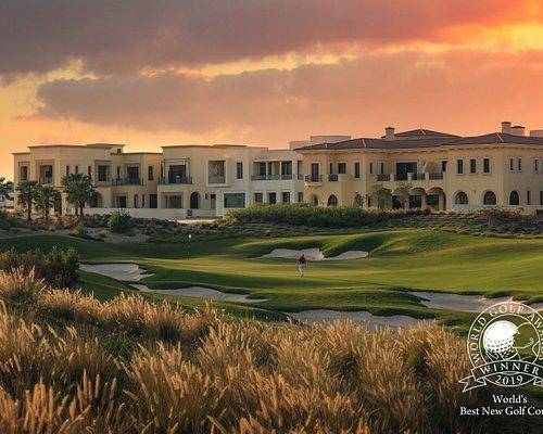 The picturesque 6th hole at Dubai Hills Golf Club by Jumeirah.