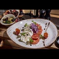Buffalo caprese salad